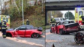 Mazda v Průmyslové vyletěla ze silnice: Plechy se rozlétly do okolí