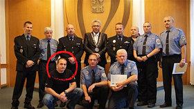 Policista je obžalovaný z týrání bezdomovců: Teď dostal vyznamenání!