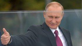 Příprava na válku v Rusku? Maskáče navlékají i politici a úředníci