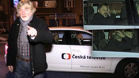 VIDEO: Policie zastavila auto s Žilkovou, Brouskem a Kratinou! A začala mela!