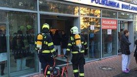 Požár polikliniky v Krči: Hasiči evakuovali 150 lidí