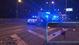 Hromadná nehoda ve Kbelské: Srazilo se pět aut, jeden z řidičů prý z místa utekl