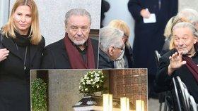 Manévry s Gottem na pohřbu Štědrého: Střežený příjezd, ochranka a úprk zadním vchodem!