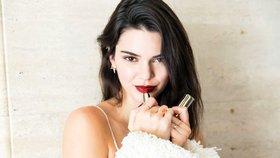 Video: Jak se líčí modelka Kendall Jenner? Odkoukejte její triky!