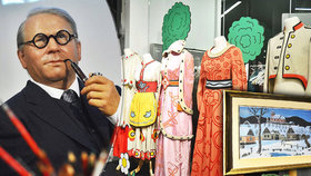 Josef Lada v životní velikosti, jeho kresby, kocour Mikeš i kostýmy z pohádky: V Tančícím domě odstartovala výstava