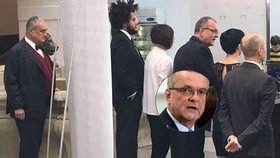"""Kalousek vytáhl """"nemravnou"""" opoziční smlouvu číslo 2. Schwarzenberg stál za plentou"""
