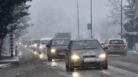 V noci bylo -15 °C. Dopravu komplikuje mlha a sníh. Kde vás potkají problémy?
