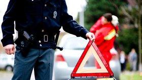 Policejní auto se v Pelhřimově rozjelo a poškodilo další auta