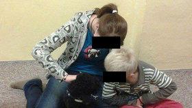 Tatínek topil maminku, svěřil se chlapec s týráním. Učitelky marně burcovaly úřady