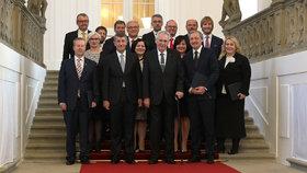 Zeman jmenoval Babišovu menšinovou vládu. Ministři požádají o důvěru 10. ledna