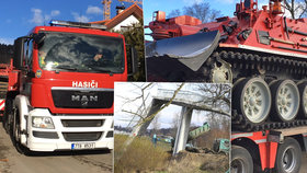 Hasiči vytáhli z Vltavy poslední část trosek lávky. Dva speciální tanky to zvládly za pouhých několik hodin