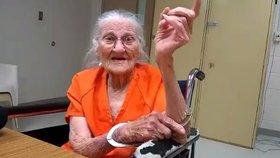 Seniorku (94) odvlekli z domova důchodců do vězení: Říkala, že brzo zemře, a neplatila
