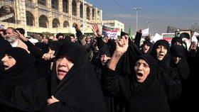 Po protestech v Íránu jsou dva mrtví. Vláda chce lidem odpojit Telegram