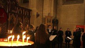 Poslechněte si koledy z Řecka, Kypru i Ruska: Pěvecký sbor je zazpívá v chrámu