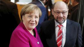 Nejdřív si šli po krku, teď rozdávají úsměvy. Merkelová a Schulz řeší společnou vládu