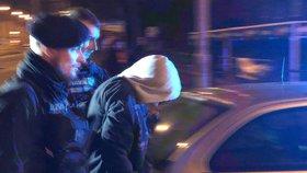 Řidič ve Strašnicích ohrožoval ostatní účastníky provozu. Auto zablokovala policie, mělo falešné espézetky