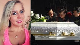 Míšu (†28) pochovali v bílé rakvi jako nevěstu: Blondýnka si stoupla před vlak