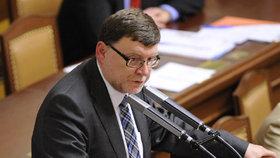 Ministerstvo chce snížit poslancům platy. Stanjura: Populismus, ať si vláda radši hledá důvěru