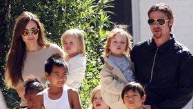 Konečně mají děti Brada Pitta a Angeliny Jolie sevzdané rodiče. Podle slov Angeliny je k tomu donutily ony.