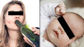 To je »matka«! V krvi 3,5 promile, v kočárku měsíční miminko: Strážníci ji opřeli o auto, aby neupadla
