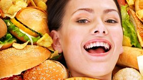 Až budete mít příště chuť na brambůrky, vězte, že mohou způsobovat i rakovinu.