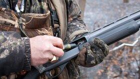 Myslivci bez pušek a muzea bez sbírek: Prosadí Komise přísné omezení zbraní?