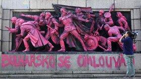 Bulharsko se omlouvá za okupaci Československa! Růžovým pomníkem sovětské armády