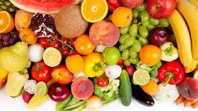 Zeleniny můžete sníst, co hrdlo ráčí, u ovoce ale buďte obezřetní. Obsahuje příliš mnoho sacharidů.