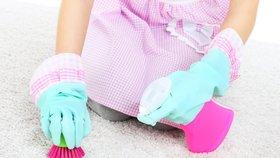 7 triků, jak vyčistit zašpiněný koberec. Víme, co skutečně funguje