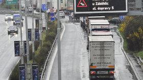 Kamiony v ulicích Prahy minulostí? Smět budou jen na Pražský okruh, radní schválili dokumentaci k zákazu