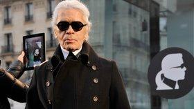 Karl Lagerfeld si může dovolit cokoliv a moc dobře to ví