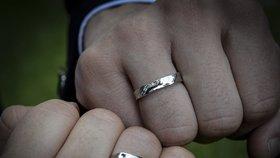 Duhové prstýnky jako symbol věčné lásky.