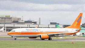 Letadlo společnosti Sunwing muselo nouzově přistát kvůli agresivním opilým pasažérkám.