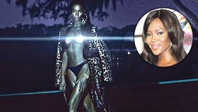 Naomi Campbell byla vždycky kočka. Nyní ke svým kladům ještě přidala svítící prsa!