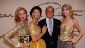 Modely na přehlídkách Oscara De la Renta předváděly takové hvěždy modelingu jako Christy Turlington, Linda Evangelista nebo Claudia Schiffer