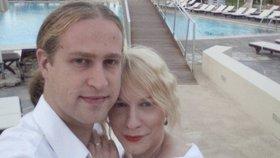 Kristýna Kočí se svým novomanželem nalíbánkách