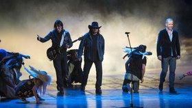 Kapela Lucie vtrhla na pódium během představení muzikálu Lucie, větší než malé množství lásky.