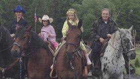 Gott vyvezl rodinku na výlet na koních