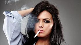 Pokud jste strávila v místnosti s kuřáky celý večer, zápachu se jen tak nezbavíte!
