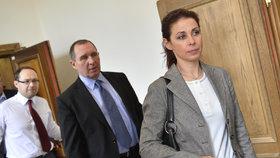 Kateřina Kottová (dříve Pancová) a Petr Kott u soudu