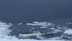 Při potopení rybářské lodě u Kamčatky zemřely desítky lidí.