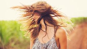 Chcete mít do léta nádherné vlasy? Naučte se o ně pečovat.