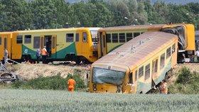Na železničním vlakovém přejezdu v Dobroticích na Kroměřížsku se srazil vlak s nákladním autem.