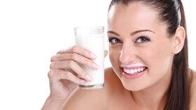 Mléko zatracované i vynášené: 4 mýty a pravdy o »bílém zlatě«