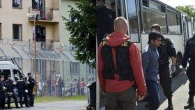 Uprchlíci se chtějí z Bělé pod Bezdězem dostat do Německa.