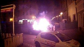 Z BMW začaly šlehat plameny