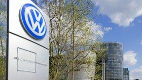 Skandál připraví Volkswagen až o bilion korun i pozici lídra, míní analytici