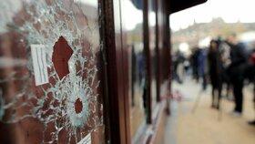 Francie soudí muže, kteří pomáhali teroristům. Při útoku v Paříži zabili 130 lidí