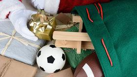 Jak zábavně zabalit míč nebo plyšáka pod stromeček