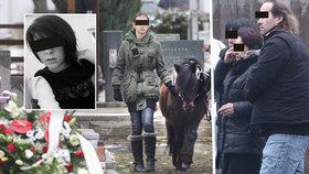 Elišce přivedli na pohřeb jejího milovaného koníka.